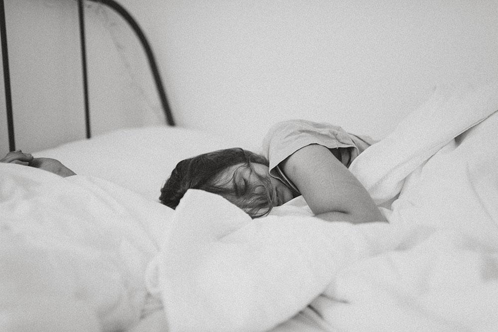 should you wear a wrist brace to bed